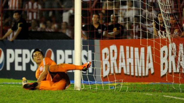 Felipe não foi bem contra o Coritiba e pode deixar a equipe (Foto: Aldo Carneiro / Pernambuco Press)