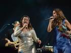 Preta Gil abraça Ivete Sangalo após dueto em show em Salvador