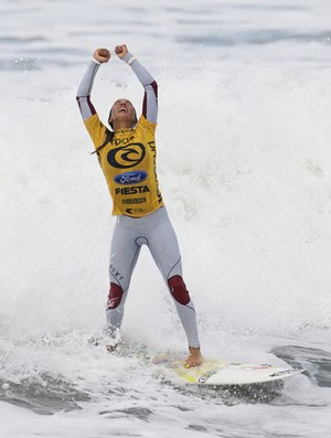 Sally Fitzgibbons surfe campeã Bells (Foto: Divulgação)