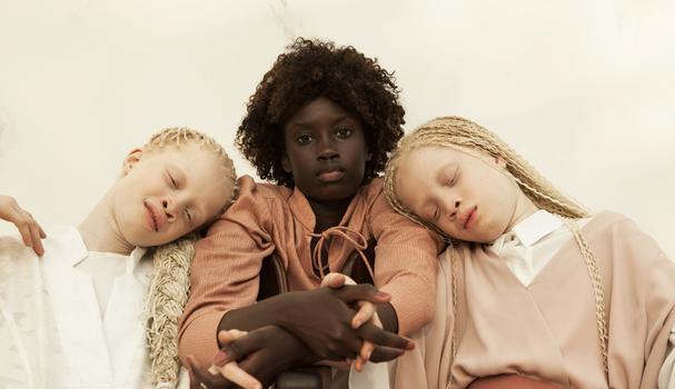 As gêmeas Mara e Lara têm 11 anos e Michele, 13. O trio começou a carreira em 2016  (Foto: Vinícius Terranova)