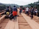 Índios Parakanãs interditam rodovia Transamazônica, no sudeste do Pará