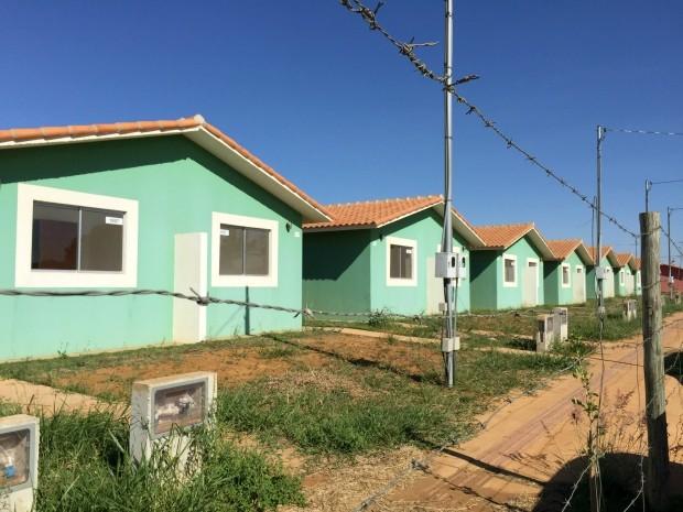 Ministro entrega moradias do 'Minha Casa Minha Vida' na capital de MS (Foto: Gabriela Pavão/ G1 MS)
