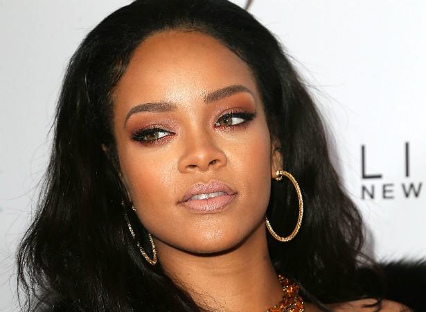 """Rihanna é considerada por muita gente uma das cantoras pop mais sexy da atualidade. Mas não se engane: a popstar enxerga defeitos em sua aparência. """"Ninguém é 100 por cento 'sou a mais gostosa' de cabo a rabo"""", revelou Ri-Ri a um matutino da TV dos EUA. (Foto: Getty Images)"""