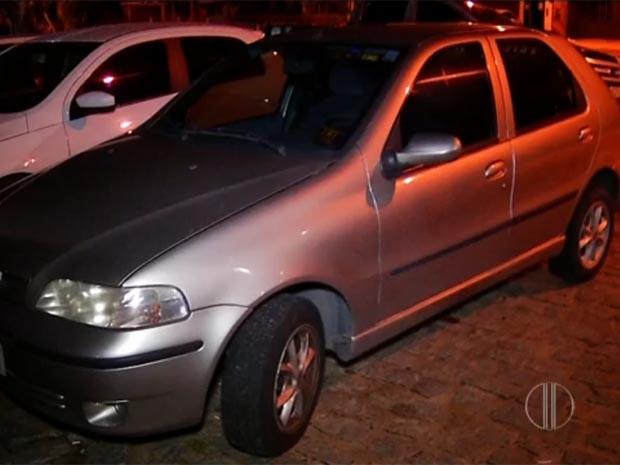 Carro foi recuperado logo após o roubo (Foto: Reprodução/Inter TV Cabugi)