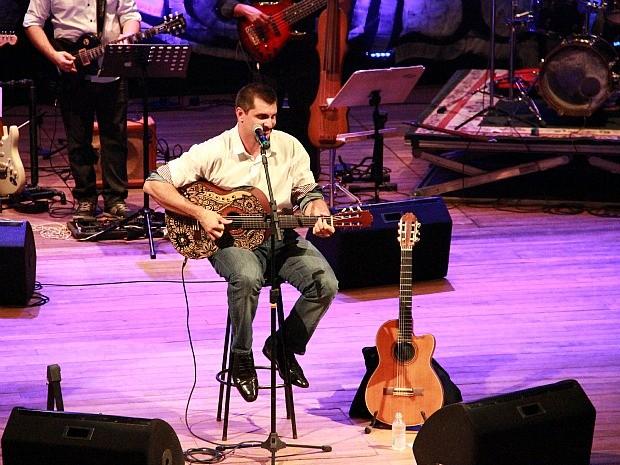Cantou mixou repertório com músicas novas e clássicos já conhecidos pelo público (Foto: Indiara Bessa/G1 AM)