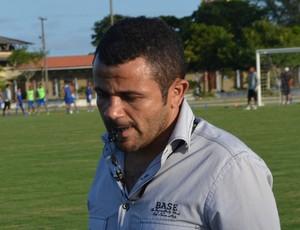 Josivaldo Alves, treinador e presidente do CSP no treino do clube no campo da Unipê (Foto: Amauri Aquino / GloboEsporte.com/pb)
