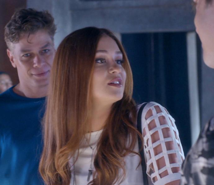 Arthur, Eliza e Max na boate (Foto: TV Globo)