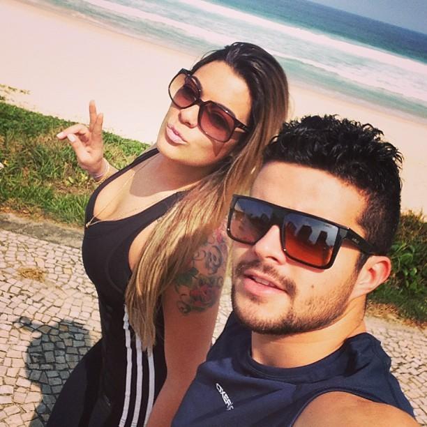Monique Amin e o namorado (Foto: Reprodução/Instagram)