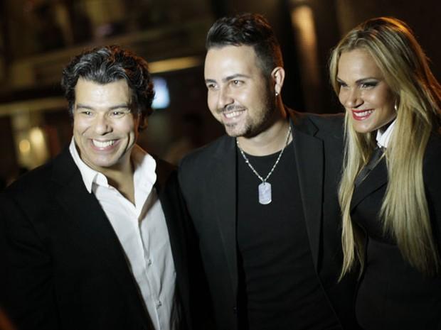 Maurício Mattar, Victor Telles e Bianca Salgueiro em gravação de clipe em Goiânia (Foto: Kristiane Viruel/ Divulgação)