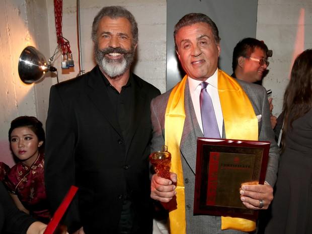 Mel Gibson e Sylvester Stallone em premiação em Los Angeles, nos Estados Unidos (Foto: Christopher Polk/ Getty Images/ AFP)