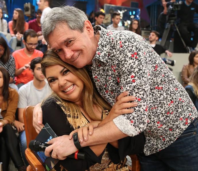 Fabiana Karla e Serginho Groisman posam para fotos (Foto: Carol Caminha/Gshow)