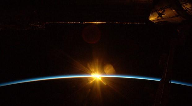 'Nunca esquecerei do reflexo do amanhecer em nossa espaçonave', postou o alemão (Foto: Alexander Gerst/ESA/Nasa)
