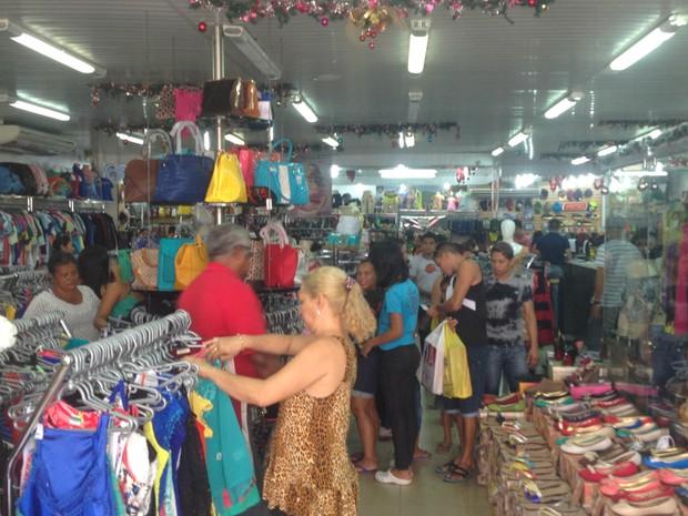G1 - Comércio fica cheio para compras de última hora na véspera do ... a6f2d2fa5ae13