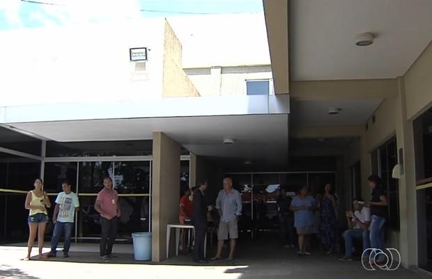 Direção da Santa Casa diz que atendimentos serão reagendados, em Goiás (Foto: Reprodução/TV Anhanguera)