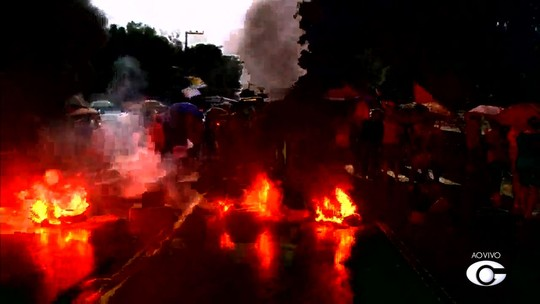 Protestos bloqueiam vias de Alagoas e paralisam serviços nesta sexta-feira