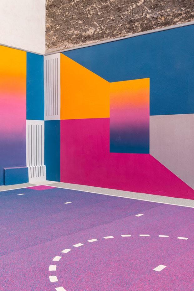 Quadra abandonada é revitalizada com degradê de cores (Foto: Divulgação)