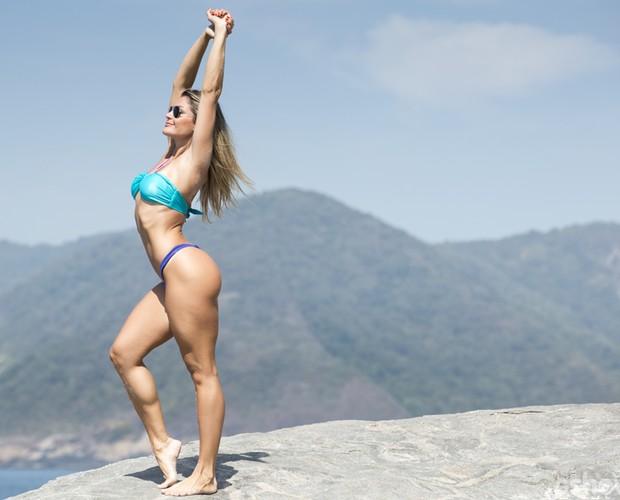 Poderosa! Letícia posa em bela paisagem (Foto: Felipe Monteiro / TV Globo)