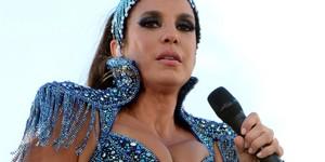 Com 'decotão' e pernas de fora, Ivete desfila vestida de 'diva' (Juarez Carvalho /Ag Haack/Agecom)