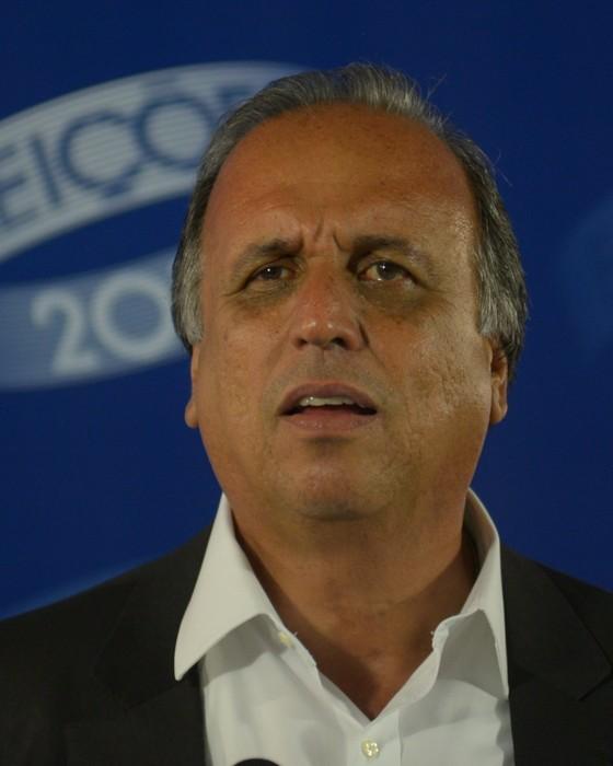 O governador Luiz Fernando Pezão (PMDB), candidato à reeleição no Rio, durante debate nesta terça-feira (30) à noite (Foto: ERBS JR./Frame)