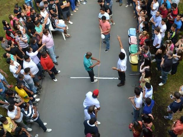 """O movimento """"Diga não ao trote e sim à solidariedade"""" reúne calouros e veteranos. (Foto: Bia Andrade/ Fip-Moc)"""