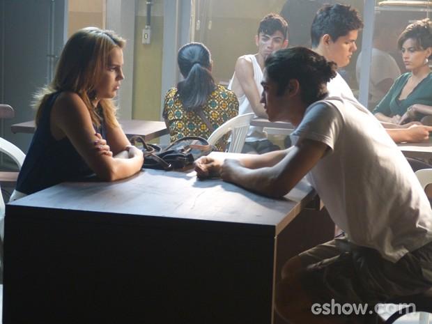 Antônio mente para Anita e a deixa mais confusa  (Foto: Malhação / TV Globo)