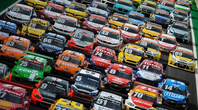 Carros da Stock Car e do Brasileiro de Marcas dominam reta de Interlagos (Foto: Duda Bairros / Stock Car)