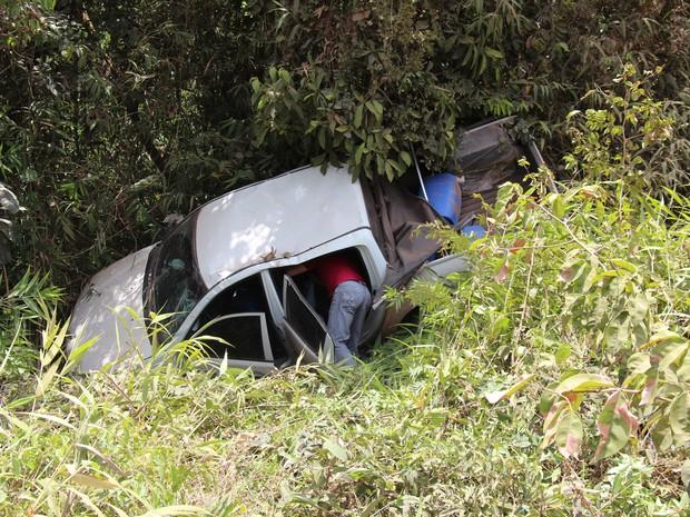Carro capotou no trecho entre Laranjal do Jari e Macapá (Foto: John Pacheco/G1)