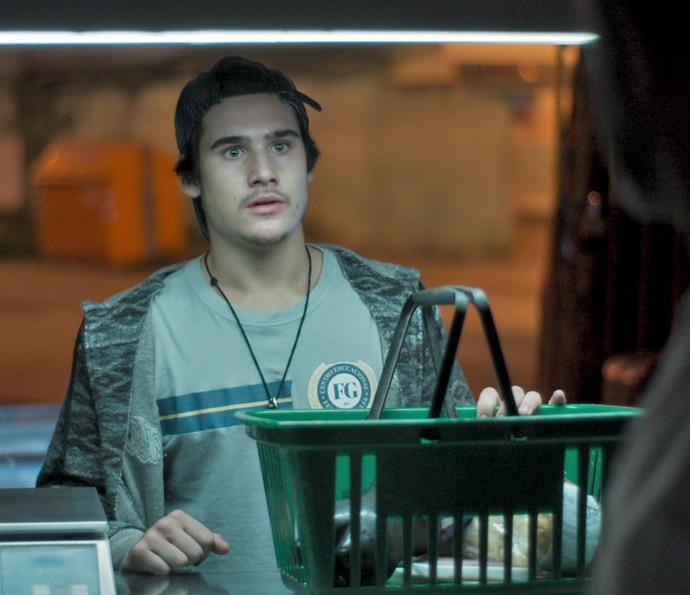 Zac rouba a padaria (Foto: TV Globo)