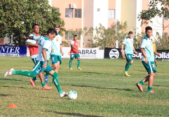 Lateral direito Toti durante treino no CT José Carlos Macieira (Foto: De Jesus/O Estado)
