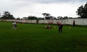 Preparação dos goleiros do CEOV antes do jogo contra o Luverdense (Foto: Christian Guimarães)