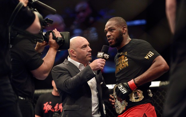 MMA - UFC 172 - Jon Jones e Joe Rogan (Foto: Reuters)
