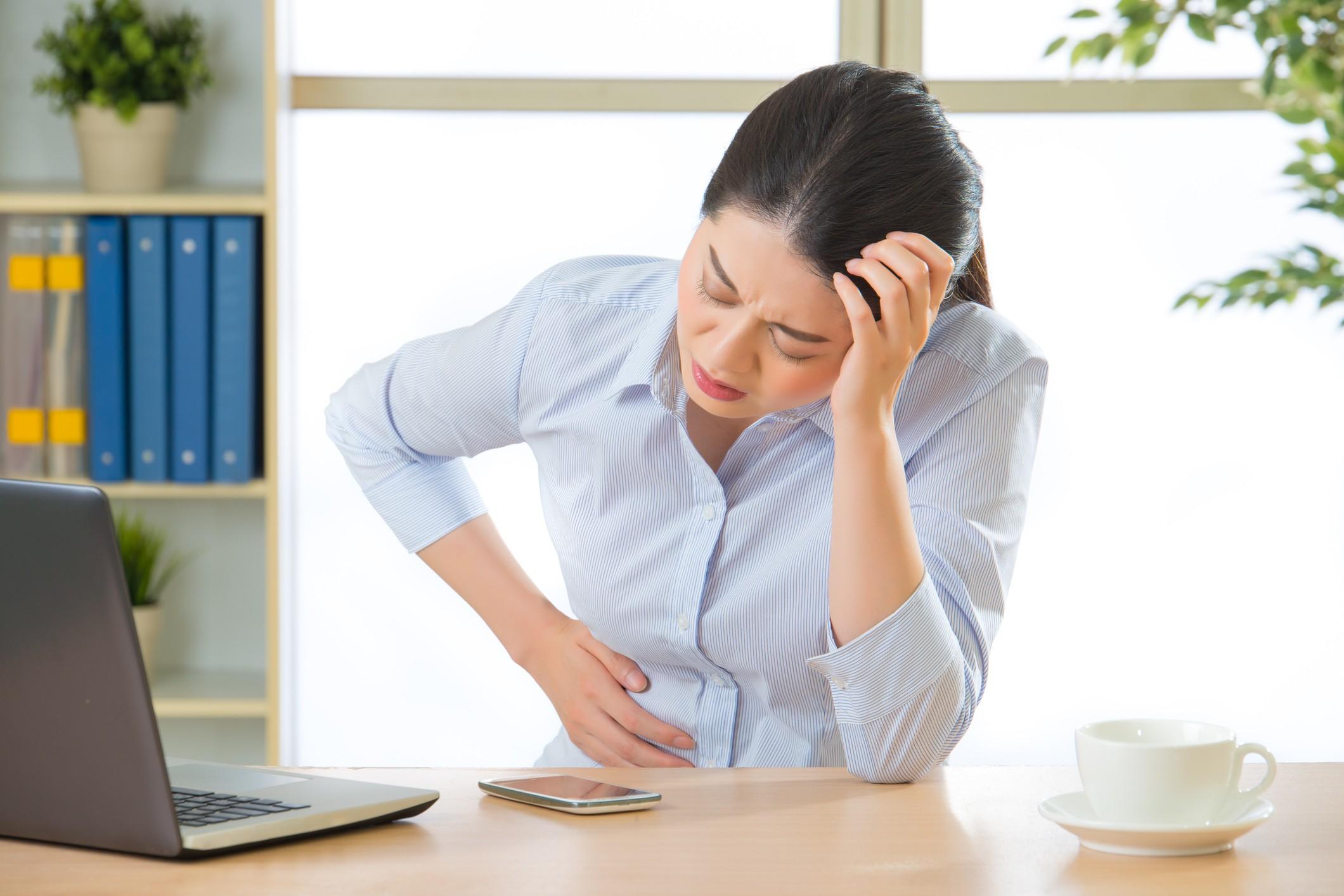 65% das mulheres sentem cólica durante o período menstrual (Foto: Thinkstock)