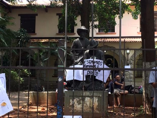 Escola Fernão Dias ocupada por alunos (Foto: Carolina Dantas/G1)