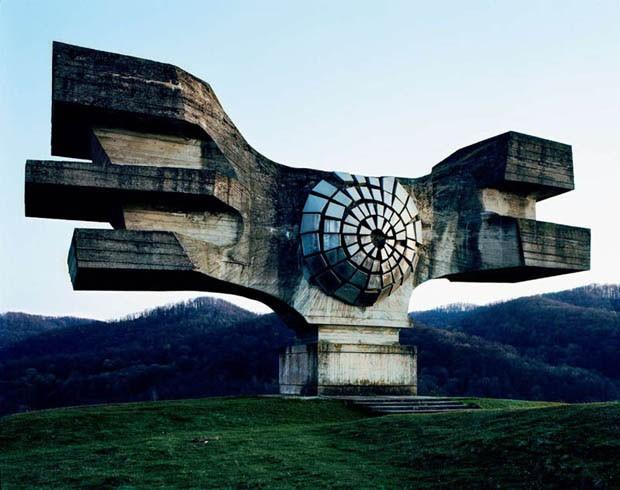 http://s2.glbimg.com/eD-D4-5Wb7aF58qrSsOT7jwA4Dg=/smart/e.glbimg.com/og/ed/f/original/2014/01/06/gcom_monumentos_abandonados_iugoslavia_01.jpg