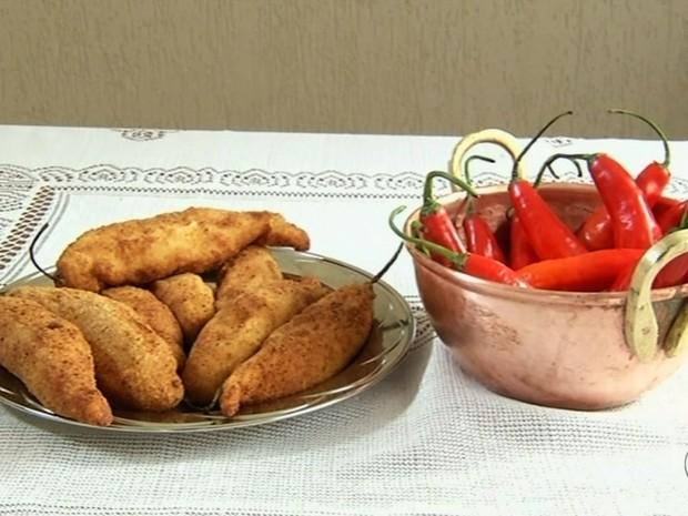 Pimenta dedo de moça recheada com queijo e empanada Goiás (Foto: Reprodução/TV Anhanguera)