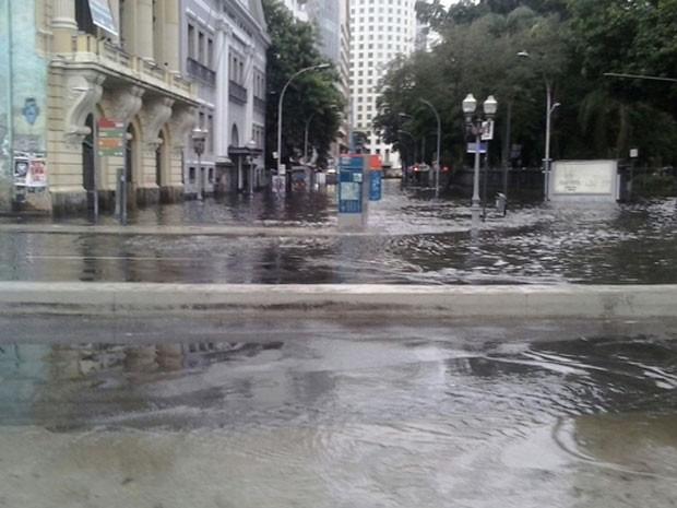 Região da Lapa também foi atingida com forte chuva (Foto: Marion Monteiro/G1)