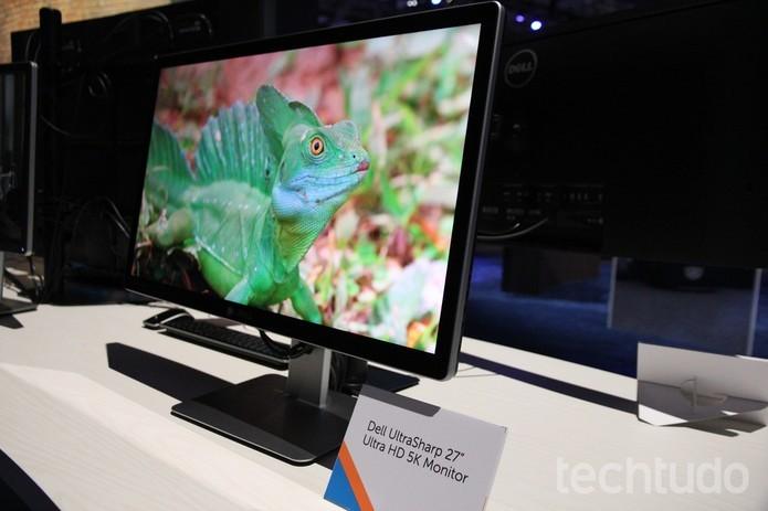 Monitor tem leitor de cartões e som integrado, além de tela de 5K (Foto: Anna Kellen Bull/TechTudo)