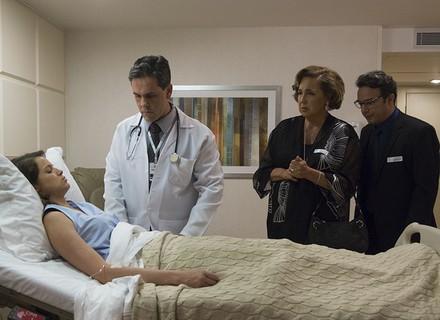 Camila acorda do coma sem se lembrar de nada