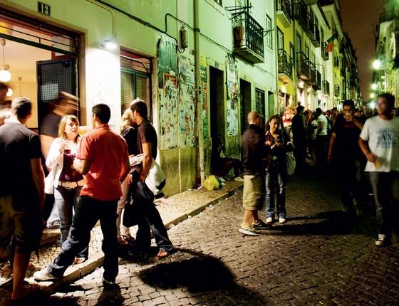 Diversão noturna no Bairro Alto em Lisboa.A crise fez os jovens emigrar.agora,eles começam a votar (Foto:  Getty Images/Lonely Planet Images)