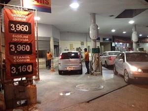 Posto no Campo Santo vende gasolina comum a R$ 3,96 (Foto: Henrique Mendes / G1)