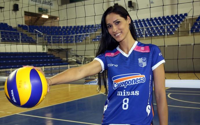Jaqueline se emociona ao se apresentar ao Minas (Foto: Orlando Bento/Divulgação)
