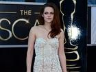 Kristen Stewart vai ao Oscar usando muletas