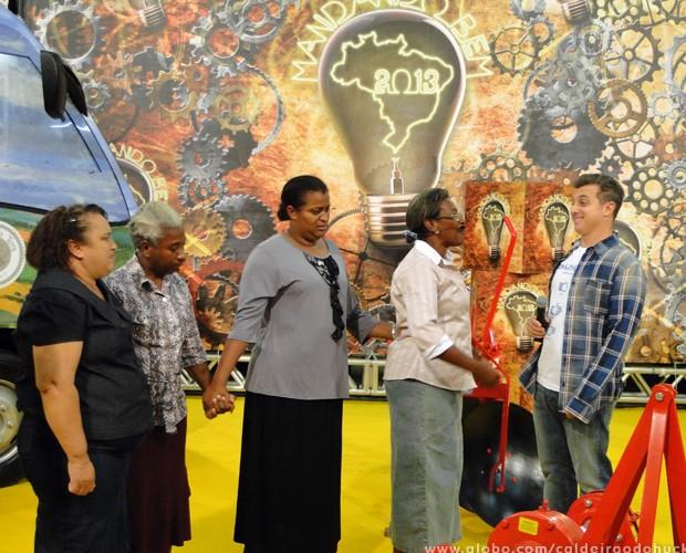 Marias da Terra recebem os prêmios do Mandando Bem (Foto: Caldeirão do Huck/TV Globo)