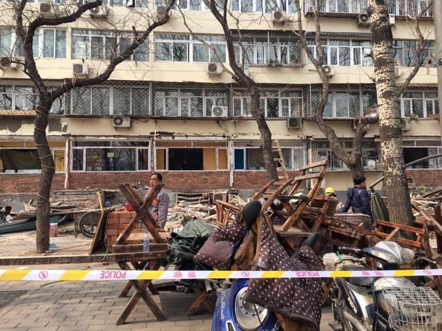 Comércio de rua sendo derrubado em Pequim