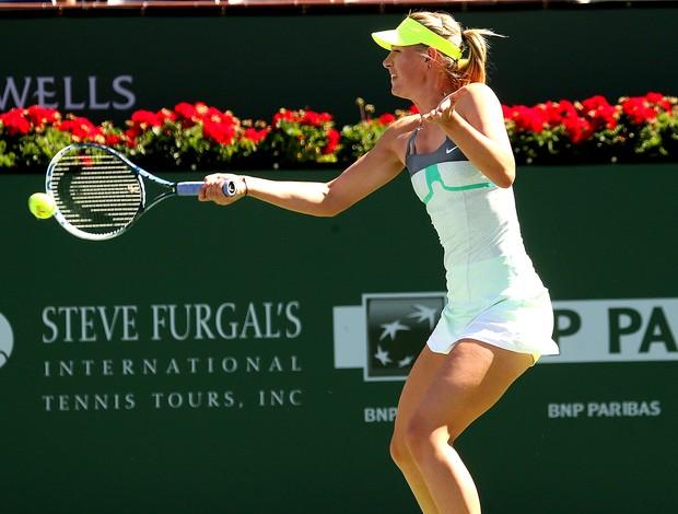 Maria Sharapova no tênis contra Lara Arruabarrena-Vecino em Indian Wells (Foto: Getty Images)