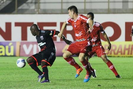 Zé Roberto, atacante do Botafogo-SP (Foto: Rogério Moroti/Ag. Botafogo)