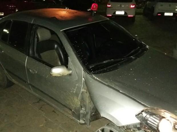 Carro com sirene havia sido roubado em Maceió e foi encontrado com os supostos criminosos em Gameleira (Foto: Divulgação/PRF)
