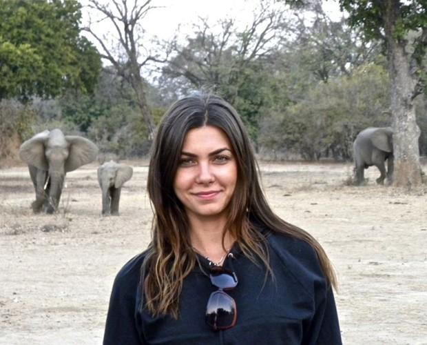 Letícia morou em vários lugares do mundo. Na foto, ela está em safári na África (Foto: Arquivo Pessoal)