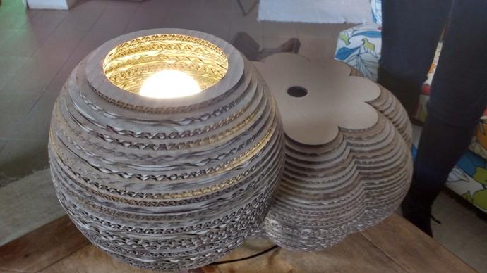 Mistura mostra luminárias feitas com materiais reaproveitados (Foto: Lívia Andrade/RBS TV)
