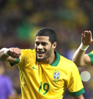 Hulk e DAvid Luiz comemoração Brasil contra o Chile (Foto: Mowa Press)